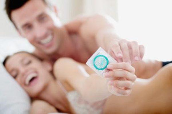 Lần đầu quan hệ có nên dùng bao cao su không ? Vấn đề được giới trẻ quan tâm